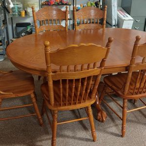 Vintage Solid Oak Table With 2 Foot Leaf & 6 Chairs for Sale in Burlington, NC