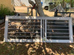 Espring doors 38 x98 está en buenas condiciones for Sale in Phoenix, AZ