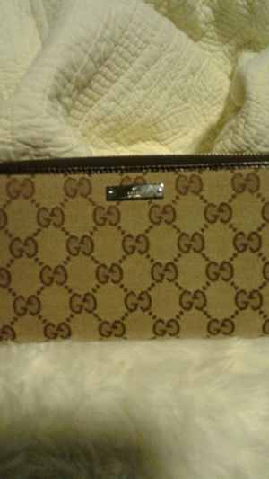 Gucci womans wallet authentic. for Sale in Hillsboro, OR