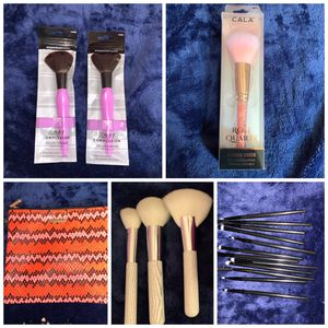 18 makeup brushes with cute makeup bag for Sale in San Bernardino, CA