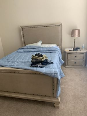 Queen bed asheley for Sale in Tampa, FL