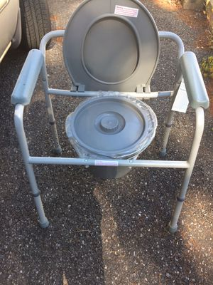 New Medline Commode Seat and Frame – Adjustable Height - Maximum weight 300 pounds for Sale in Yonkers, NY