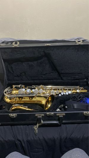 Saxophone w/accessories for Sale in Plano, TX
