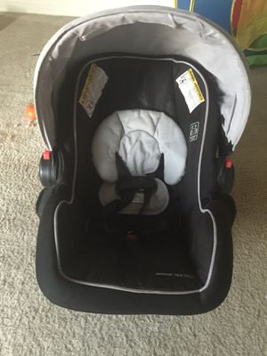 Click n connect car seat for Sale in Buffalo Grove, IL