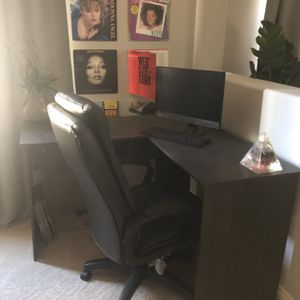 Lenovo Touch Screen Desktop- Wood Computer Desk- Computer Chair for Sale in Las Vegas, NV