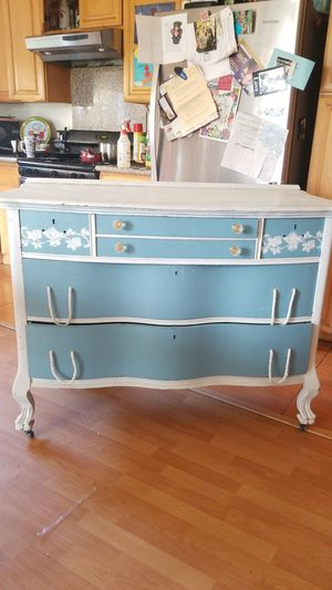 Antique chic dresser for Sale in Rowland Heights, CA