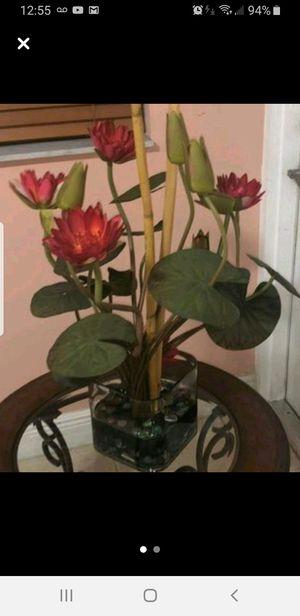 Artificial flowers decor - decoración de flores en vase de cristal Condition: Good for Sale in Miami, FL