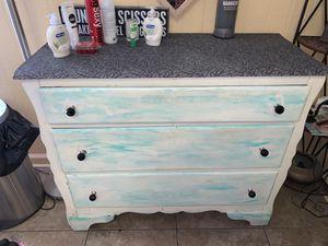 Medium size dresser for Sale in Clearwater, FL