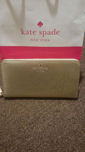 Kate Spade Gold Cedar Street Lacey Wallet for Sale in Nashville, TN