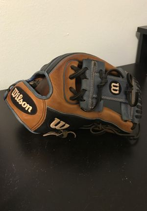 A2000 Baseball Glove for Sale in Largo, FL