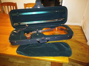 Full size violin, kun included for Sale in Redmond, WA