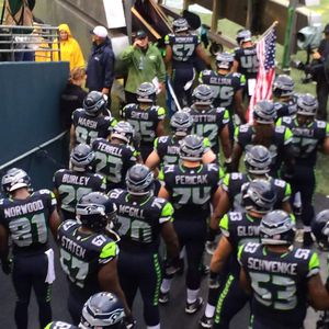 (2), (4), or (6) SEATTLE SEAHAWKS vs TAMPA BAY BUCCANEERS, 11/3, LEGACY SEATS, SEAHAWKS TUNNEL, VIP PARKING for Sale in Seattle, WA