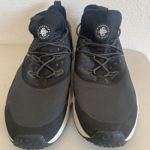 Nike Air Huarache Men's Size 13 Black White Running Shoes for Sale in Aloha, OR