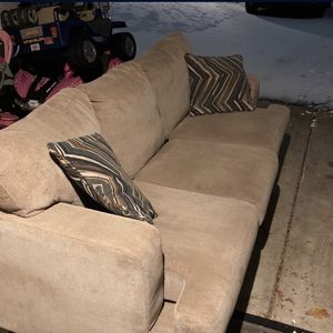 Free Couches Just Pick Them Up for Sale in Lisle, IL
