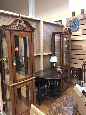 English oval drop leaf table for Sale in Simpsonville, SC