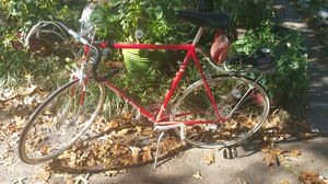 Men's Red Vintage 1974 Schwinn Le Tour Bicycle touring Bike for Sale in Midlothian, VA