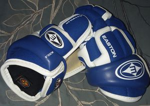 Easton Youth Hockey Gloves size 9 Kids Boys for Sale in East Amherst, NY