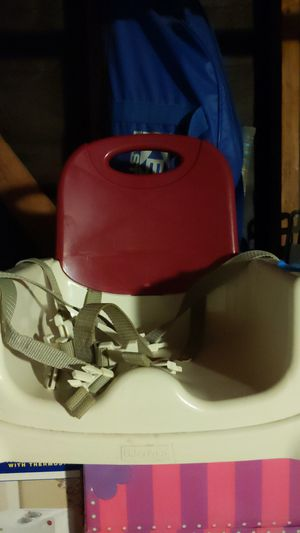 Fisher-Price tie down booster seat for Sale in San Diego, CA