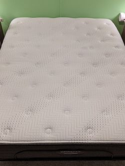 Queen Size Bed With Adjustable Base for Sale in McKinney,  TX