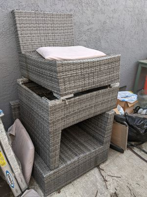 3 peace outdoor couch. (Free) for Sale in Oakley, CA