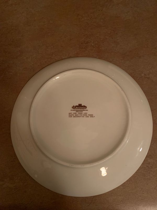 Las Vegas - memorabilia plate with isle (for decoration only (non-food safe)).