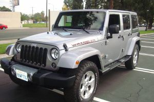 2014 Jeep Wrangler Sahara unlimited 4dr silver SUV-61000 mi for Sale in Los Angeles, CA