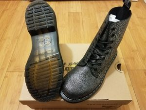 Dr Martens Boots size 7 in women for Sale in East Compton, CA