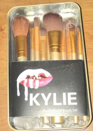 Kylie makeup brush set with metal case for Sale in High Ridge, MO