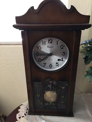 Vintage clock (WORKS) for Sale in Glendale, AZ