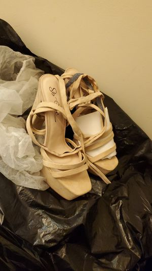 Tie up heels lace up heels size 11 for Sale in Hyattsville, MD