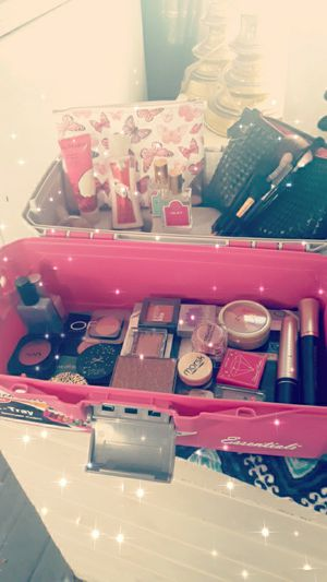HUGE MAKEUP/BEAUTY PRODUCTS/BEAUTY TOOLS BUNDLE!! for Sale in Lodi, CA