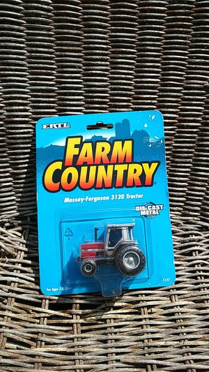ERTL Farm Country Massey-Ferguson 3120 🚜 Tractor Die Cast Metal for Sale in Belleville, MI