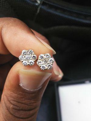 14kt Diamond Cluster Earrings for Sale in Ruskin, FL