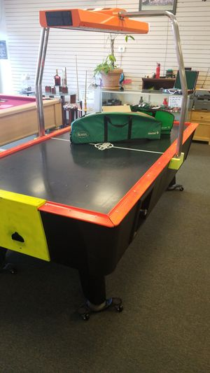 AIR HOCKEY TABLE COIN OPERATED for Sale in Davenport, FL