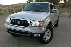 Very clean. Toyota Tacoma 2004 AWDWheels for Sale in Orlando, FL