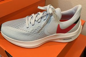 Woman's shoes Nike Zoom Winslow sizes 6 , 6.5 , 7 , and 8.5 for Sale in Pomona, CA