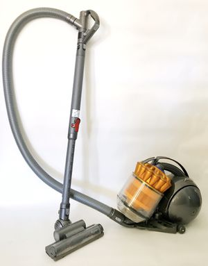 Dyson Mutli Floor Cannister Vaccum for Sale in Fresno, CA