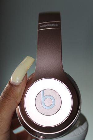 Beats solo 3 wireless rose gold for Sale in Pawtucket, RI