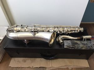 Saxophone American ROFESSIONAL C melody silver refurbished, ancient. American ROFESSIONAL saxophone C melody silver for Sale in Garden Grove, CA