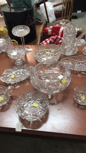 22 piece crystal glass collection for Sale in East Saint Louis, IL