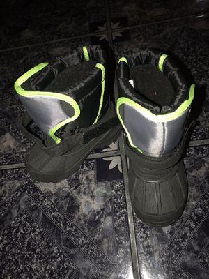 Kids snow boots size 8 waterproof for Sale in Riviera Beach, FL