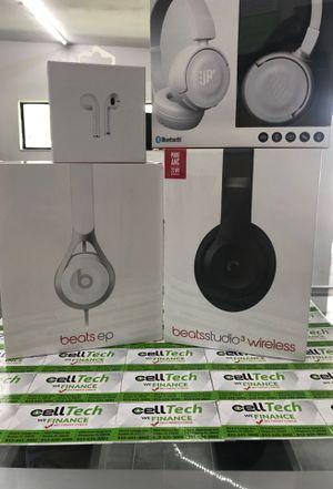 Wireless headphones for Sale in Wimauma, FL