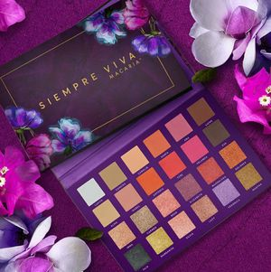 Eyeshadow Palette Makeup Macaria Beauty for Sale in Huntington Park, CA