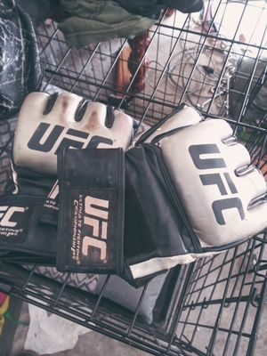 ufc gloves 2 pairs for Sale in Sand Springs, OK