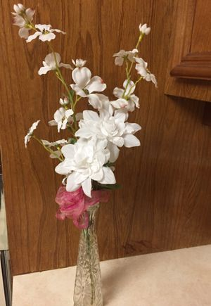 White Flower Arrangement with Clear Vase for Sale in Spring, TX