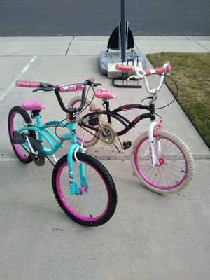 "2/20"" girl bike,s (brand) HELLO KITTY must Go! Like new!!! for Sale in Stockton, CA"