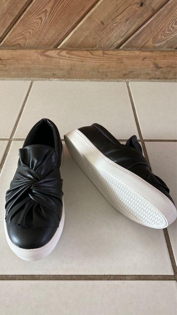 Mia Black slip on size 8 1/2