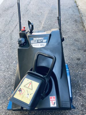 """Yard machines snowblower start at first pull 21"""" excellent condition 4 cycle for Sale in Downers Grove, IL"""