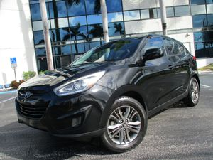 2014 HYUNDAI TUCSON One of the few Crossovers that you'll find with the option of the 4cyl 2.0 engine, great on gas, well equipped with FM/CD/AUX/USB for Sale in Pompano Beach, FL