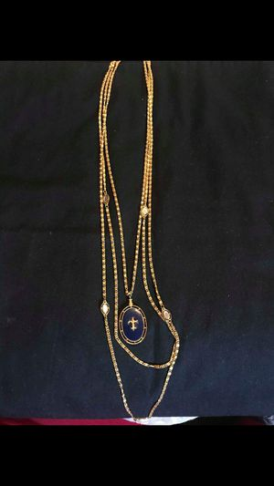Three Chain Becklace with Reversible Pendant. for Sale in Horn Lake, MS